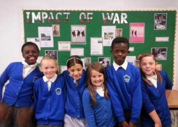 HSB Yr 5 pupils from Holmer Lake proudly display their First World War work